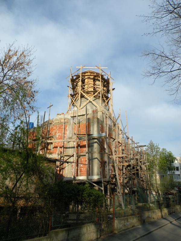 Biserică în construcţie